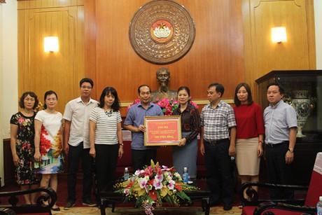 Đài TNVN trao tiền ủng hộ đồng bào vùng lũ các tỉnh miền núi phía Bắc - ảnh 1