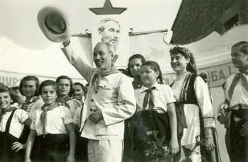 Hồ Chí Minh - sứ giả của tình hữu nghị và đoàn kết giữa các dân tộc - ảnh 2