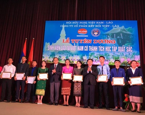 55 quan hệ Việt Nam - Lào: Tuyên dương các sinh viên Lào có thành tích xuất sắc trong học tập - ảnh 1