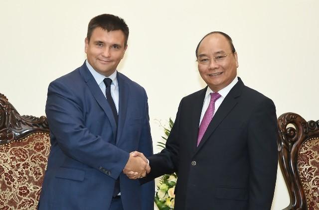 Thủ tướng Việt Nam tiếp Bộ trưởng Ngoại giao Ukraine, Bộ trưởng Ngoại giao và Hợp tác Nam Phi - ảnh 1