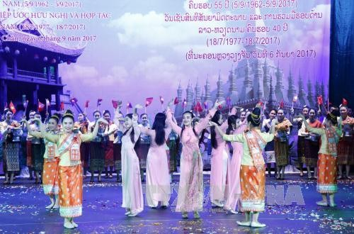 Mít tinh trọng thể kỷ niệm Năm đoàn kết, hữu nghị Việt Nam - Lào 2017 - ảnh 1