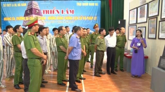 """Triển lãm """"Hoàng Sa, Trường Sa của Việt Nam - Những bằng chứng lịch sử và pháp lý"""" tại tỉnh Hà Nam - ảnh 1"""