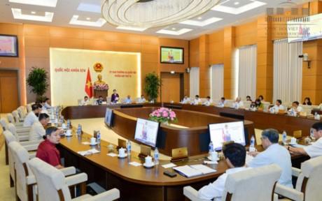 Ủy ban Thường vụ Quốc hội thảo luận công tác phòng chống tham nhũng - ảnh 1