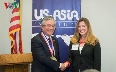 Đại sứ Việt Nam tại Hoa Kỳ nhận kỷ niệm chương vì những đóng góp cho quan hệ Hoa Kỳ-ASEAN - ảnh 2