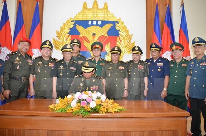 Quân đội Nhân dân Việt Nam và Quân đội Hoàng gia Campuchia tăng cường hợp tác - ảnh 1