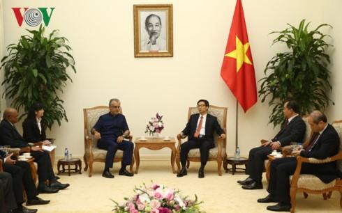 Phó Thủ tướng Vũ Đức Đam tiếp Chủ tịch Liên đoàn Bóng đá châu Á (AFC)  - ảnh 1