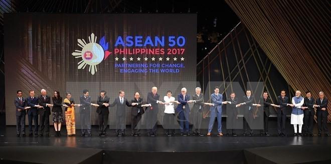 Hoạt động của Thủ tướng Nguyễn Xuân Phúc tại Hội nghị Cấp cao ASEAN 31 - ảnh 1
