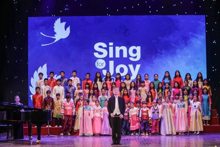 """Đêm nhạc """"Vui ca - Sing For Joy 2017"""" đầy màu sắc - ảnh 2"""