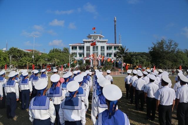 Đến Trường Sa để cảm nhận quyết tâm bảo vệ chủ quyền của Tổ quốc - ảnh 1