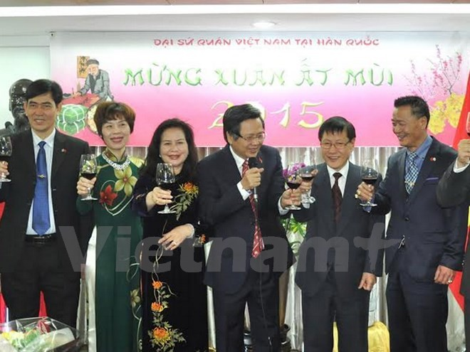 Vietnamese communities abroad celebrate traditional lunar New Year  - ảnh 1