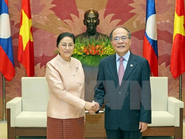 National Assembly Chairman talks with his Lao counterpart  - ảnh 1