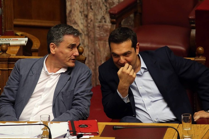 Greece's parliament approves new austerity bill - ảnh 1