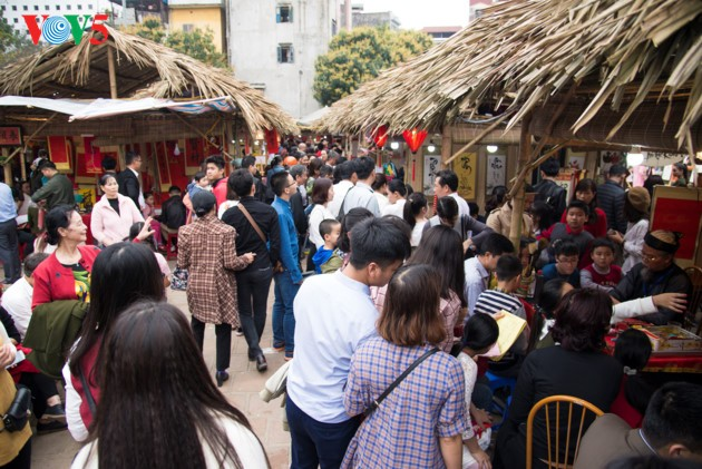 Calligraphy Festival at Hanoi's Temple of Literature - ảnh 4