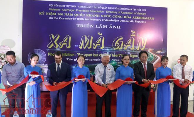 Photo exhibition in Hanoi marks Azerbaijan National Day - ảnh 1