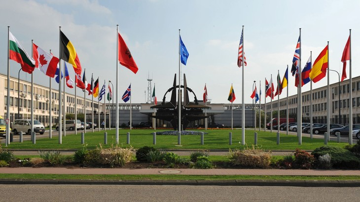 NATO Summit focuses on Afghanistan conflict - ảnh 1