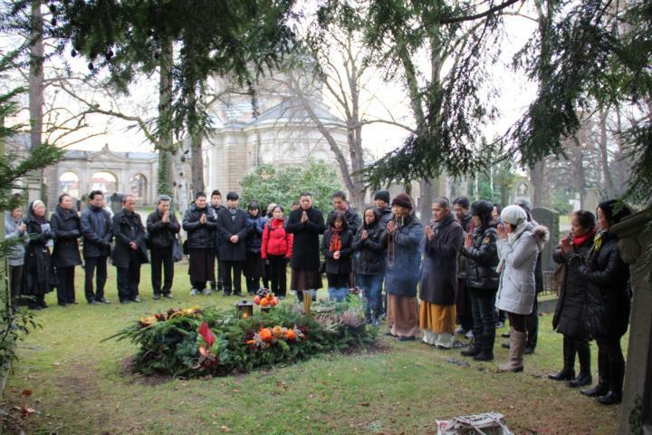 Ngày Tảo mộ tại Dresden - Cộng hòa Liên Bang Đức - ảnh 1