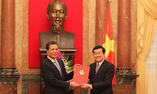 Chủ tịch nước Trương Tấn Sang trao quyết định bổ nhiệm đại sứ - ảnh 1