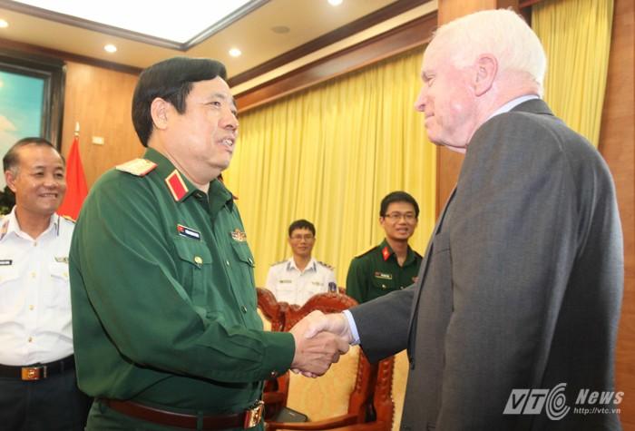 Đại tướng Phùng Quang Thanh tiếp Thượng nghị sĩ Hoa Kỳ  - ảnh 1