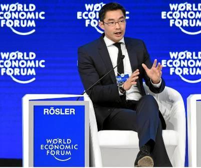 Giám đốc điều hành Diễn đàn Kinh tế thế giới giao lưu với giới trẻ Việt Nam  - ảnh 1
