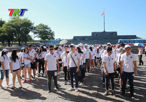 Trại hè Việt Nam 2016: Thanh niên, sinh viên kiều bào dâng hương tại Thành cổ Quảng Trị  - ảnh 1
