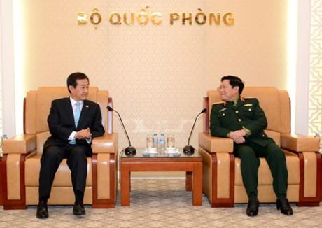 Bộ trưởng Bộ Quốc phòng Ngô Xuân Lịch tiếp Thứ trưởng Bộ Quốc phòng Hàn Quốc  - ảnh 1