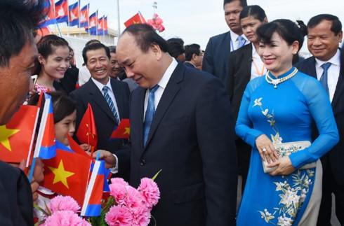 Thủ tướng Nguyễn Xuân Phúc đến Phnom Penh, bắt đầu thăm chính thức Vương quốc Campuchia - ảnh 2