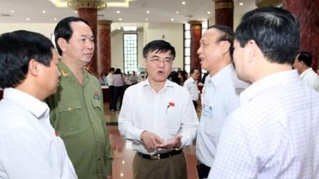 รัฐมนตรี ๕ ท่านตอบข้อซักถามเกี่ยวกับปัญหาที่ร้อนระอุของประเทศ - ảnh 1