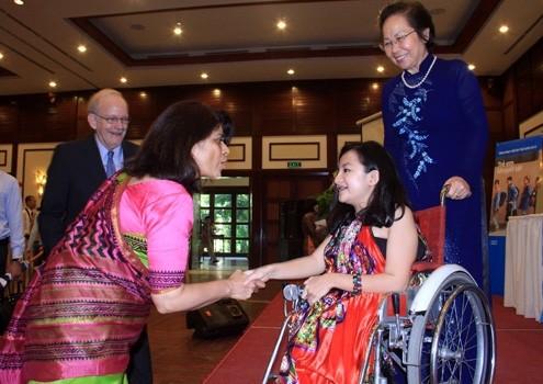 เหงวียนเฟืองแอง-ตัวอย่างเด็กพิการดีเด่นของโลก - ảnh 2