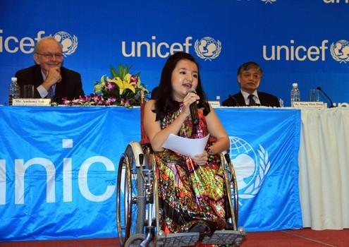 เหงวียนเฟืองแอง-ตัวอย่างเด็กพิการดีเด่นของโลก - ảnh 1