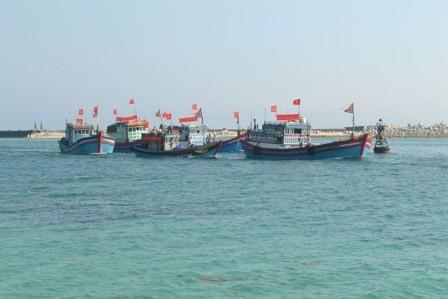 สหภาพชาวประมงอานห่ายออกทะเลหาปลาในช่วงปีใหม่ประเพณีของเวียดนาม - ảnh 1