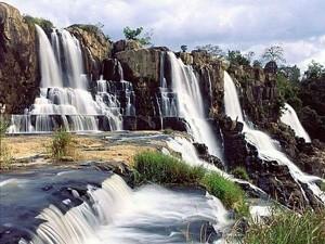 ไปเที่ยวน้ำตกที่สวยงามของดาลัตกันเถอะ - ảnh 2