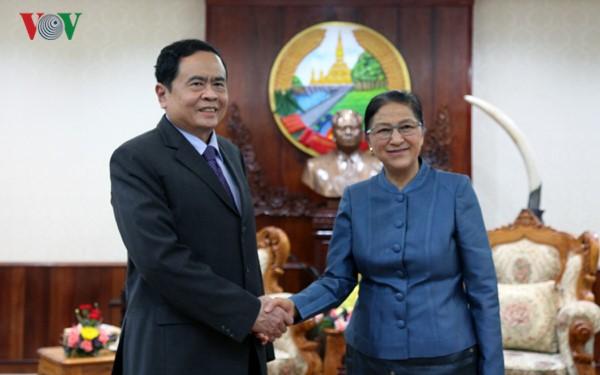 Chủ tịch Quốc hội Lào tiếp Đoàn đại biểu cấp cao Ủy ban Trung ương Mặt trận Tổ quốc Việt Nam - ảnh 1