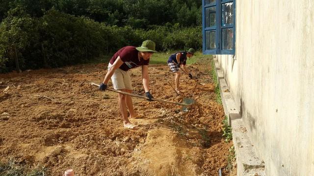 Du học Việt tại Nga xây công trình, tu bổ trường học ở bản Rào Con, Quảng Bình - ảnh 6