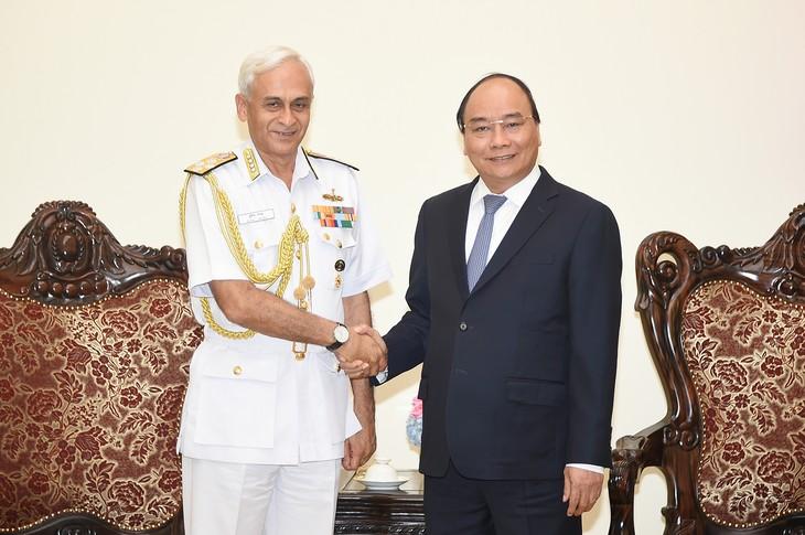 Thủ tướng Nguyễn Xuân Phúc tiếp Chủ tịch Uỷ ban Tham mưu trưởng kiêm Tư lệnh Hải quân Ấn Độ - ảnh 1