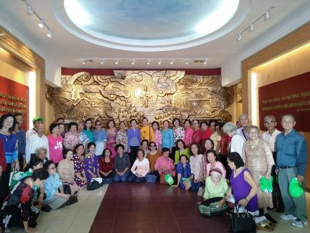 Đoàn cựu giáo viên kiều bào Thái Lan thăm Hà Nội - ảnh 2