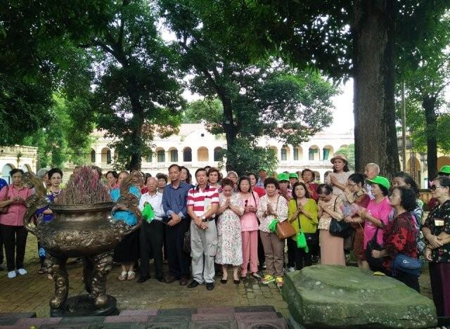 Đoàn cựu giáo viên kiều bào Thái Lan thăm Hà Nội - ảnh 1