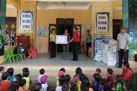 Hội chữ Thập đỏ Việt Nam gây quỹ được hơn 20 tỷ đồng ủng hộ 6 tỉnh miền Trung bị bão lũ - ảnh 2