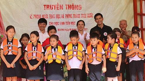 Hội chữ Thập đỏ Việt Nam gây quỹ được hơn 20 tỷ đồng ủng hộ 6 tỉnh miền Trung bị bão lũ - ảnh 4