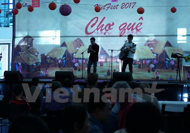 Chợ quê Việt sôi động giữa lòng thủ đô Australia - ảnh 1