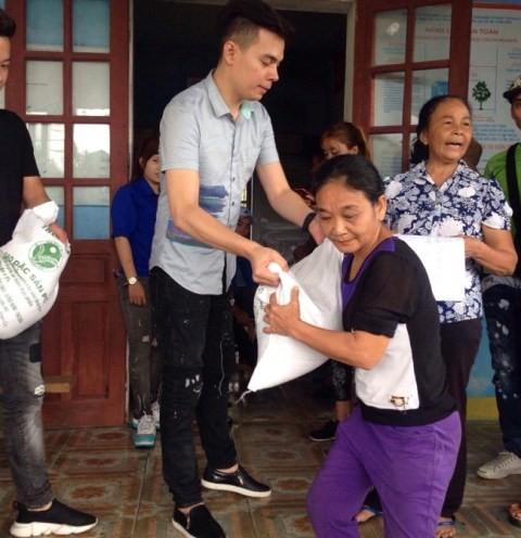 Ấm lòng những sẻ chia của người Việt xa xứ với người dân vùng lũ - ảnh 9