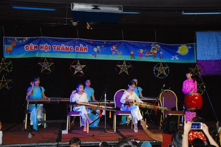 Dạy tiếng Việt và âm nhạc truyền thống - cách truyền bá văn hóa VN tại Pháp - ảnh 4