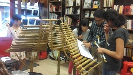 Dạy tiếng Việt và âm nhạc truyền thống - cách truyền bá văn hóa VN tại Pháp - ảnh 2