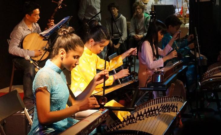Dạy tiếng Việt và âm nhạc truyền thống - cách truyền bá văn hóa VN tại Pháp - ảnh 3