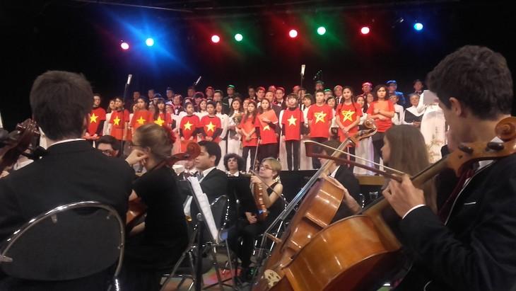 Dạy tiếng Việt và âm nhạc truyền thống - cách truyền bá văn hóa VN tại Pháp - ảnh 5