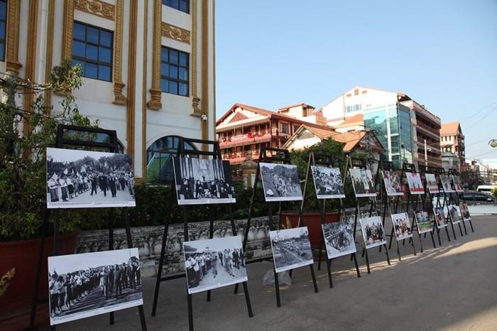 Triển lãm ảnh về quan hệ Việt Nam - Lào - ảnh 1