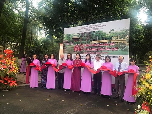 """Khai mạc triển lãm và hội thảo """"60 năm Nhà sàn Bác Hồ trong Khu Phủ Chủ tịch"""" - ảnh 1"""