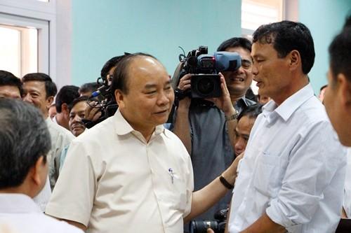Thủ tướng Nguyễn Xuân Phúc kiểm tra công tác khắc phục hậu quả sự cố Formosa - ảnh 1