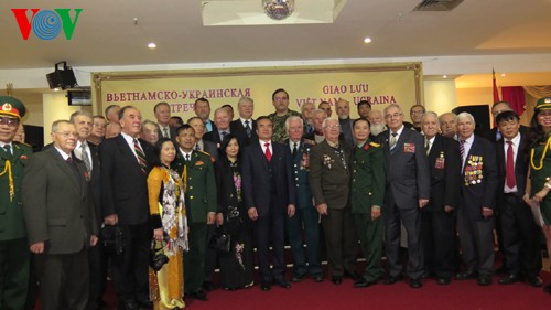 Meeting with Ukrainian war veterans on 70th anniversary of Vietnam People's Army - ảnh 1
