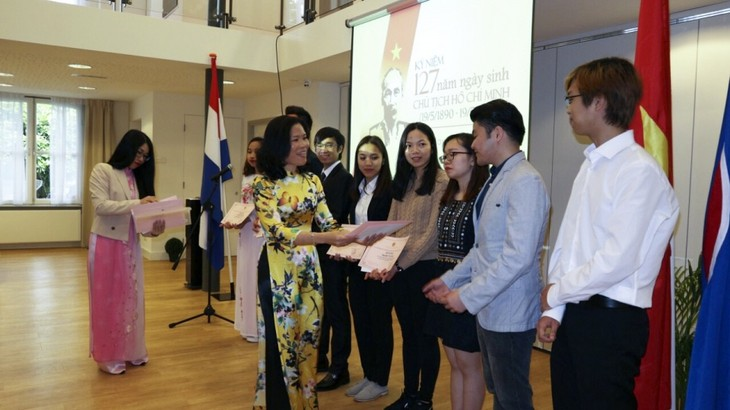 Overseas Vietnamese celebrate President Ho Chi Minh's birthday - ảnh 1