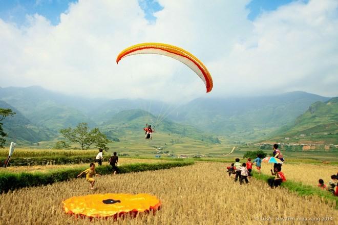 Khau Pha paragliding festival promotes Yen Bai tourism - ảnh 1